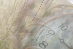 Klasyka zegar z poruszającym pointerem obrazy royalty free
