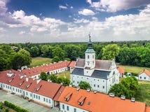 Klasztor Rytwiany波兰空中照片 库存图片