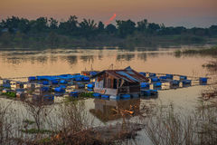 Klatka dla rybiego gospodarstwa rolnego w rzece Thailand Zdjęcia Royalty Free