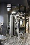 Klatki piersiowej prasowa maszyna w gym Zdjęcia Royalty Free