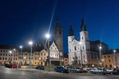 Klatovy-Stadthauptplatz Schwarzturm und -kirche mit den Katakomben, tschechisch stockfotos