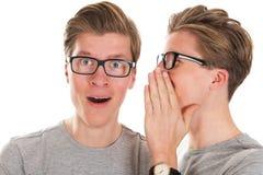 Klatsch durch Zwillinge Lizenzfreie Stockfotos
