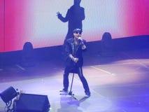 Klaus Meine som sjunger på en skorpionkonsert royaltyfri foto