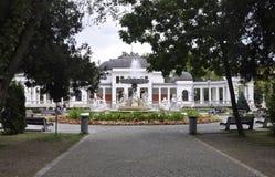 Klausenburg-Napoca RO, am 24. September: Central Park-Brunnenfront Kasino-Gebäude in Klausenburg-Napoca von Siebenbürgen-Region i Lizenzfreie Stockfotos