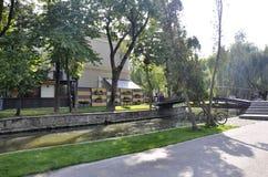 Klausenburg-Napoca RO, am 24. September: Central Park-unsagbares Festival-Monument in Klausenburg-Napoca von Siebenbürgen-Region  lizenzfreie stockfotos