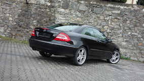 Klausenburg Napoca/Rumänien 7. April 2017: Coupé Mercedes Benzs W209 - Jahr 2005, Eleganzausrüstung, schwarzes metallisches, 19-Z Lizenzfreie Stockfotos
