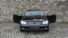 Klausenburg Napoca/Rumänien 7. April 2017: Coupé Mercedes Benzs W209 - Jahr 2005, Eleganzausrüstung, 19-Zoll-Leichtmetallräder, L Lizenzfreies Stockfoto