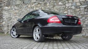 Klausenburg Napoca/Rumänien 7. April 2017: Coupé Mercedes Benzs W209 - Jahr 2005, Eleganzausrüstung, 19-Zoll-Räder, Profilansicht Stockfotos