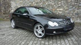 Klausenburg Napoca/Rumänien 7. April 2017: Coupé Mercedes Benzs W209 - Jahr 2005, Eleganzausrüstung, 19-Zoll-Räder, Profilansicht Lizenzfreie Stockfotografie