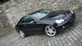 Klausenburg Napoca/Rumänien 7. April 2017: Coupé Mercedes Benzs W209 - Jahr 2005, Eleganzausrüstung, 19-Zoll-Räder, Profilansicht Lizenzfreies Stockfoto