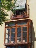 Klauzurowy balkon na Historycznym Hiszpańskim budynku Fotografia Stock