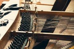 Klavier bauen auseinander lizenzfreie stockfotografie