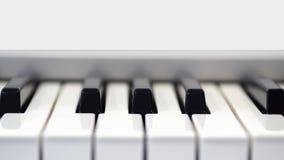 Klavier in der Vorderansicht Stockbilder