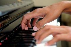 Klavier-Finger lizenzfreie stockfotos