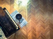 Klavier im Wohnzimmer Stockfotografie