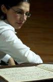 Klavier-Lehrer-Lesemusik Stockfotos