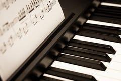 Klavier-Tastatur Stockfotos