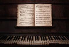 Klavier u. Anmerkungen Stockbilder