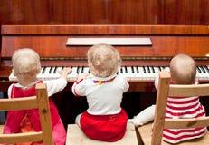 Klavierlektion stockfotos