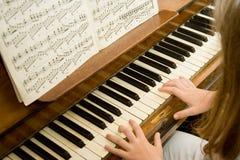 Klavierlektionen Stockfotografie
