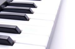 Klavierschlüssel auf einem weißen Hintergrund Stockfotografie