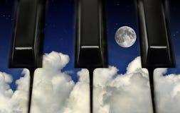Klavierschlüssel und -nächtlicher Himmel Stockbilder