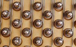 Klavierzeichenketten im Makro Stockfoto