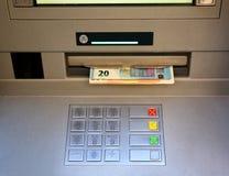 Klawiatura ATM z pieniądze nadchodzącym out Obraz Stock
