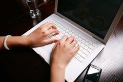 klawiatura ręce Obraz Stock