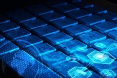 Klawiatura z rozjarzonymi multimedialnymi ikonami Zdjęcie Stock