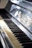 Klawiaturowy stary pianino w nieruchomości artysta Zdjęcie Royalty Free
