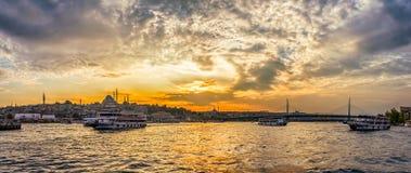 Klaxon d'or d'Istanbul au coucher du soleil Photos stock