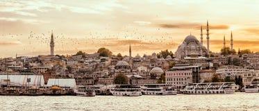 Klaxon d'or d'Istanbul au coucher du soleil Photographie stock
