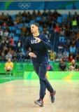 Klay Thompson drużynowy Stany Zjednoczone grże up dla grupy A koszykówki dopasowania między Drużynowym usa i Australia Rio 2016 Obraz Stock
