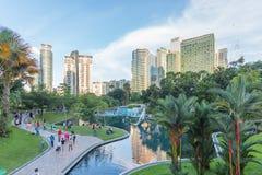 KLCC公园看法从Suria KLCC,吉隆坡,马来西亚的 库存照片