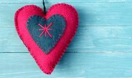 Klädd med filt sjaskig chic hjärta Fotografering för Bildbyråer