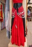 Kläder för renässans för kvinna` s klär boutique Arkivfoto