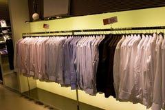 klädmän s shoppar Fotografering för Bildbyråer