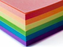 Klebrige Anmerkungen in LGBT-Farben lizenzfreies stockfoto