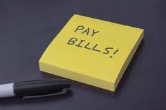 Klebriger Notizblock mit der Anzeige zu den Lohnlisten Lizenzfreies Stockbild