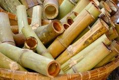 Klebriger Reis briet in den Bambusverbindungen Stockbild
