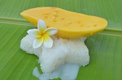 Klebriger Reis der Mangofrucht stockfotografie