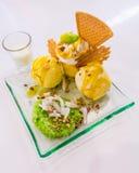 Klebriger Reis der süßen Kokosnuss mit Mangoeiscreme Lizenzfreie Stockbilder