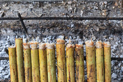 Klebriger Reis gebraten im Bambus Lizenzfreie Stockbilder