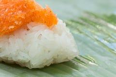 Klebriger Reis mit Garnele und Fetzenkokosnuß Stockfoto