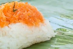 Klebriger Reis mit Garnele und Fetzenkokosnuß Stockfotos