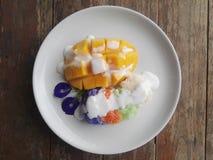Klebriger Reis mit Mangofrucht lizenzfreie stockfotos