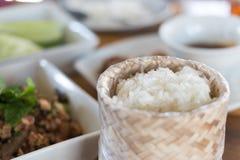 Klebriger Reis und thailändisches Lebensmittel Stockbild