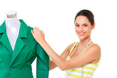 Kleermaker die aan kledingstuk werken stock afbeeldingen