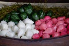 Kleiści ryżowi torty przy tradycyjną piekarnią zdjęcia royalty free